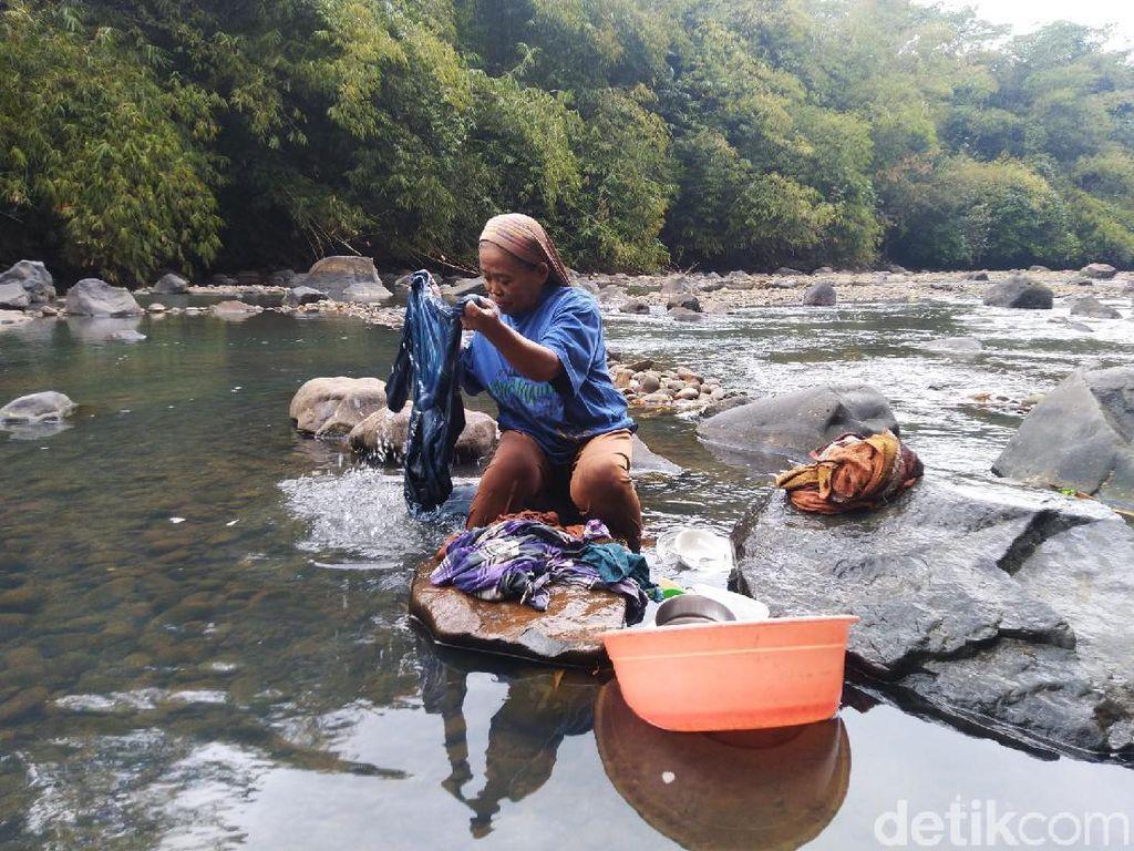 Kekurangan Air Bersih, 6.000 Keluarga di Ciamis Gunakan Air Sungai