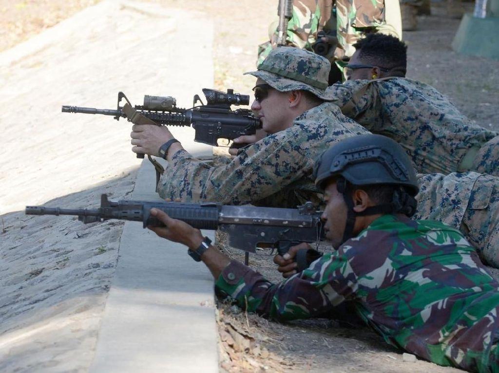 Marinir Indonesia dan Amerika Adu Tepat Bidik Sasaran Tembak
