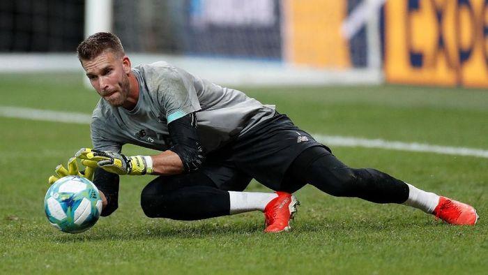 Adrian San Miguel bakal dilindungi kukuhnya pertahanan Liverpool (John Sibley/Reuters)