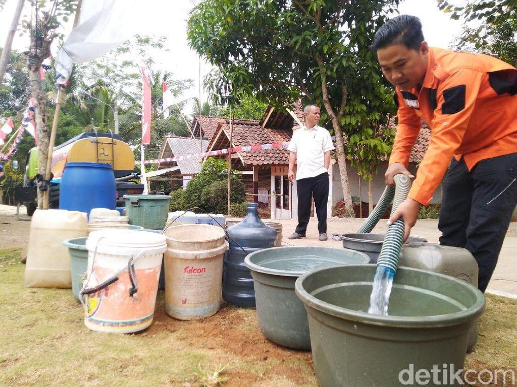 Cerita BPBD Ciamis Dikejar Warga Pakai Golok Saat Kirim Bantuan Air