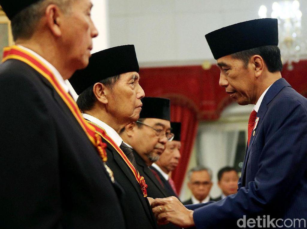 Hadi Poernomo Dapat Tanda Kehormatan dari Jokowi, Ini Kata Ryamizard