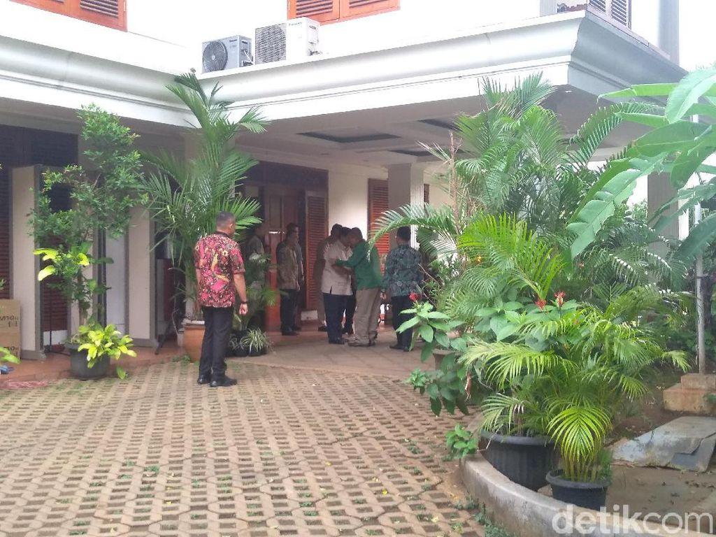 Tiba di Kertanegara, Ketum PPP Disambut Prabowo