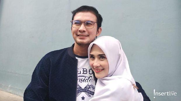 Mandala Shoji & istri