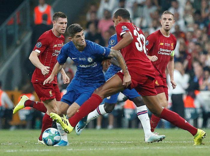 Aksi Christian Pulisic pada laga Liverpool vs Chelsea di Piala Super Eropa. (Foto: Kemal Aslan/Reuters)