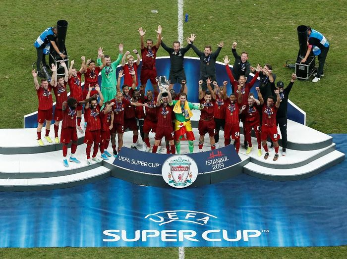 Liverpool meraih trofi Piala Super Eropa keempatnya (REUTERS/Kemal Aslan)