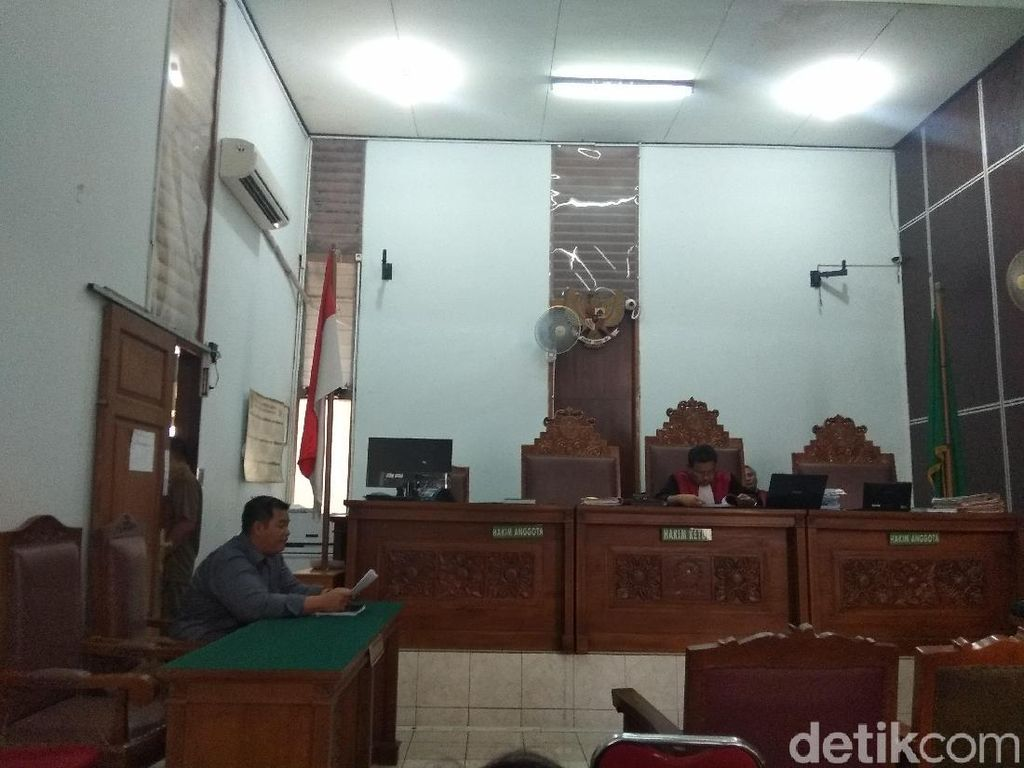 Sidang Tilang Elektronik Salah Alamat, Denny AK Minta ini ke Hakim