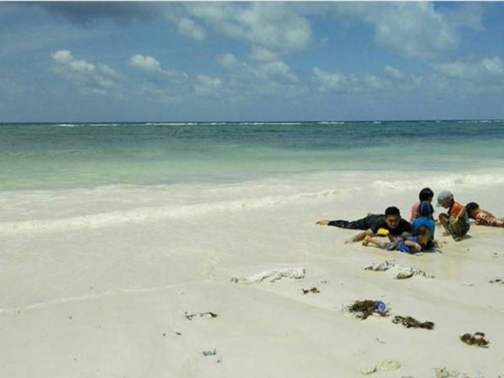 Wisata Cantik di Pantai Pasir Putih Panrang Luhu di Sulsel