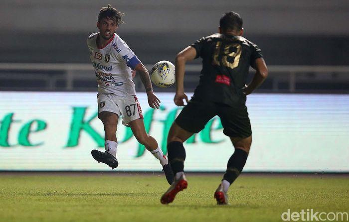 Berlaga di Stadion Pakansari, Cibinong, Kabupaten Bogor, Kamis (15/8/2019), Bali United langsung mengejutkan tuan rumah dengan mencetak gol di menit ke-11 lewat Stefano Lilipaly.