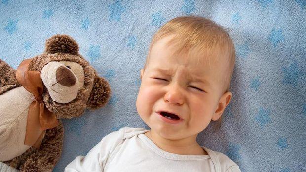 Bayi menangis karena sariawan