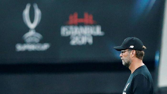 Juergen Klopp mengakui membuat blunder saat memainkan Alex Oxlade-Chamberlain di Piala Super Eropa dalam laga Liverpool vs Chelsea (Kemal Aslan/Reuters)