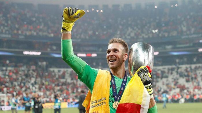 Adrian jadi pahlawan kemenangan Liverpool atas Chelsea di Piala Super Eropa (Foto: REUTERS/Murad Sezer)