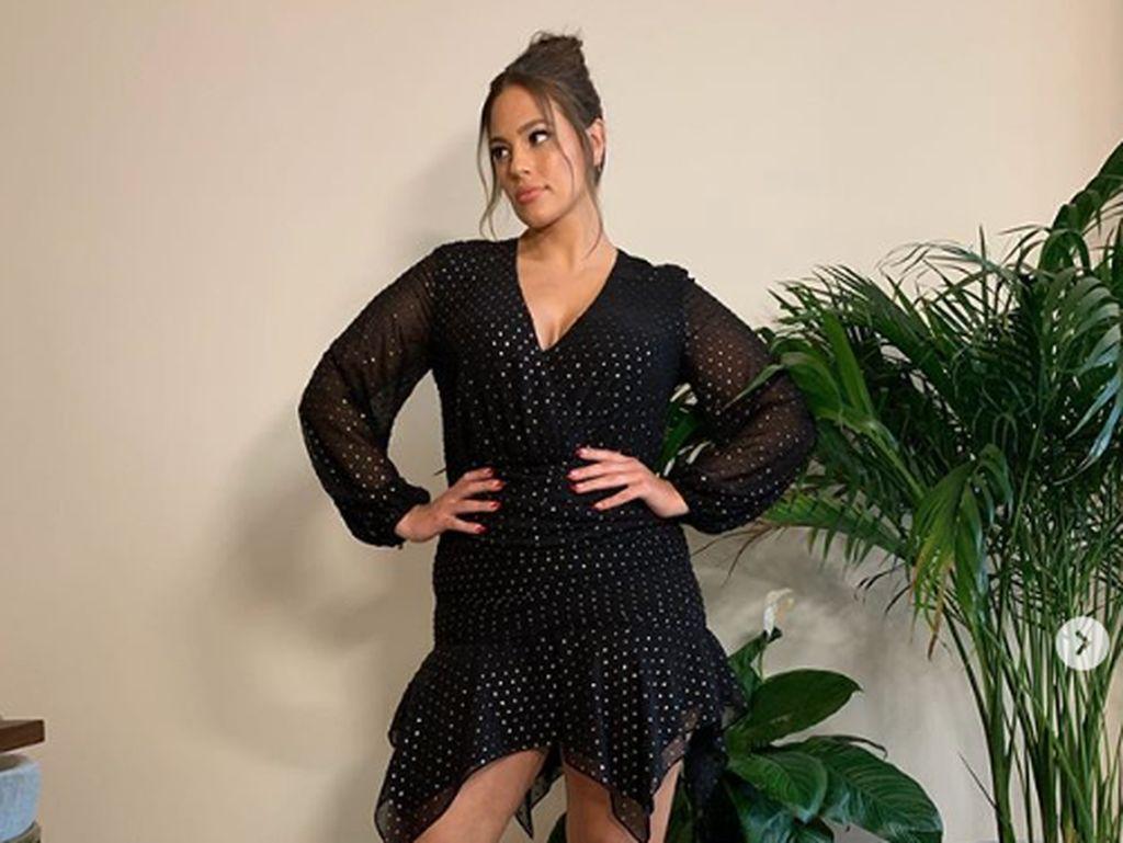 Model Plus Size Ashley Graham Pamer Foto Tanpa Busana di Instagram