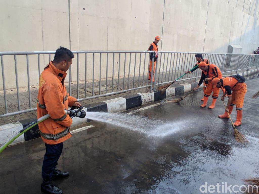 Trotoar Dekat MRT Lebak Bulus Bau, Sopir Angkot: Tiap Malam Ada yang Kencing