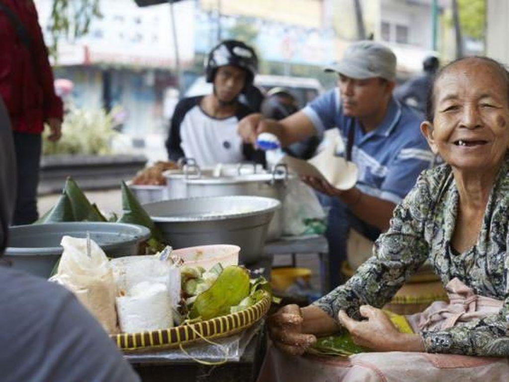 Makanan Nasional Aneh hingga Penjual Makanan Berusia Hampir 100 Tahun