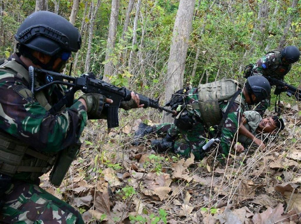 Marinir Indonesia dan Amerika Kejar Musuh di Hutan Selogiri Banyuwangi