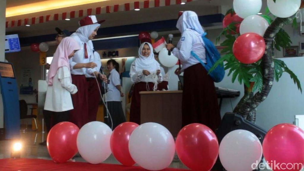 Sambut HUT RI, Karyawan Bank di Aceh Jadi Siswa Sekolah