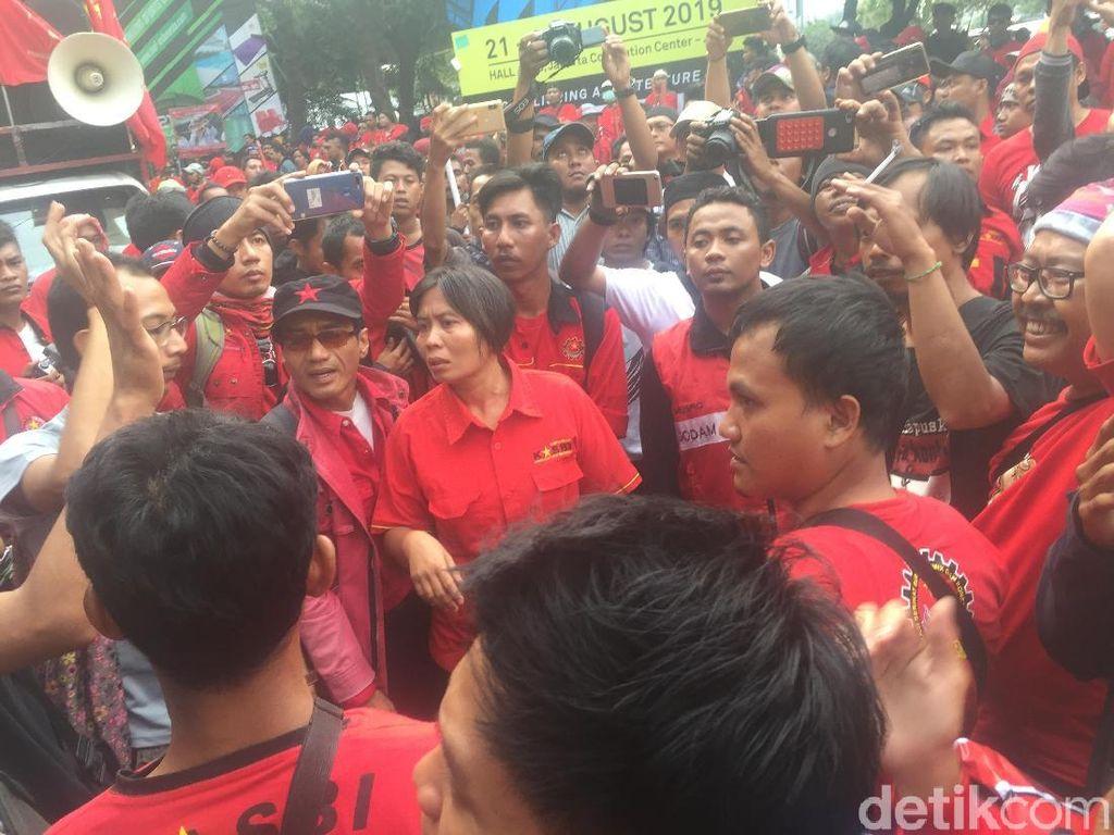 12 Massa Buruh yang Diamankan Polda Metro Jaya Dibebaskan