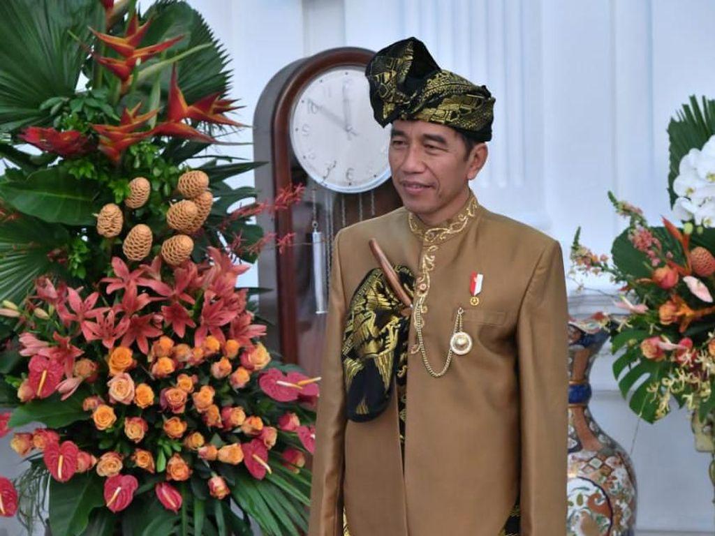 Melihat Lebih Dekat Baju Adat Sasak yang Dipakai Jokowi