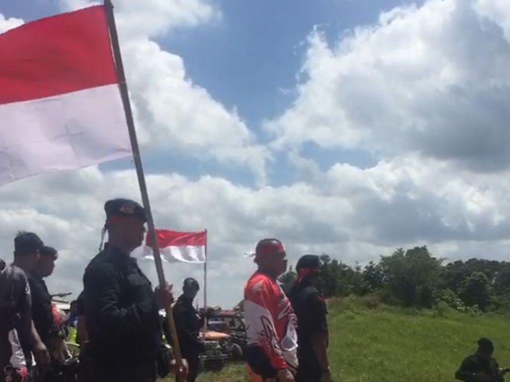Bendera Merah Putih Sepanjang 100 Meter Berkibar di Bukit Sultra