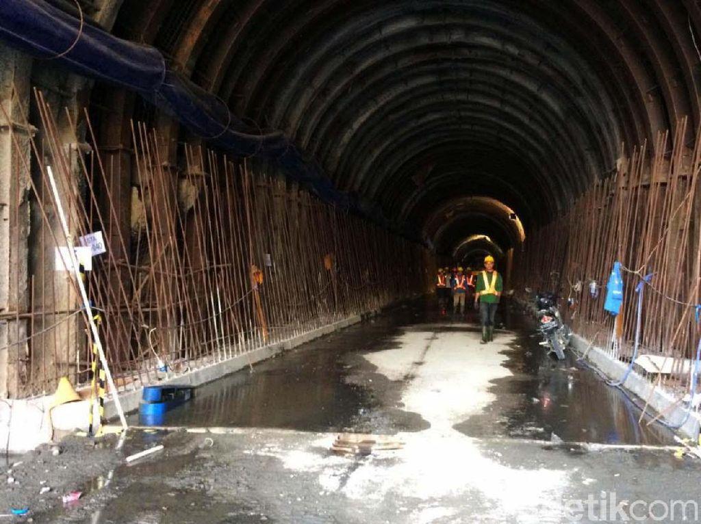 Melihat Terowongan Pengelak Aliran Sungai Bendungan Leuwikeris