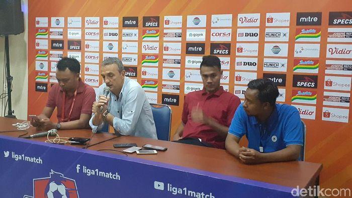 Milomir Seslija mengakui laga lawan Persebaya berjalan sulit, meski skor telak 4-0. (Foto: Muhammad Aminudin/detikSport)