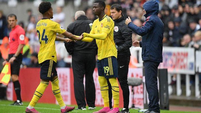 Winger anyar Arsenal Nicolas Pepe menggantikan Reiss Nelson di laga melawan Newcastle United. (Foto: Stu Forster/Getty Images)
