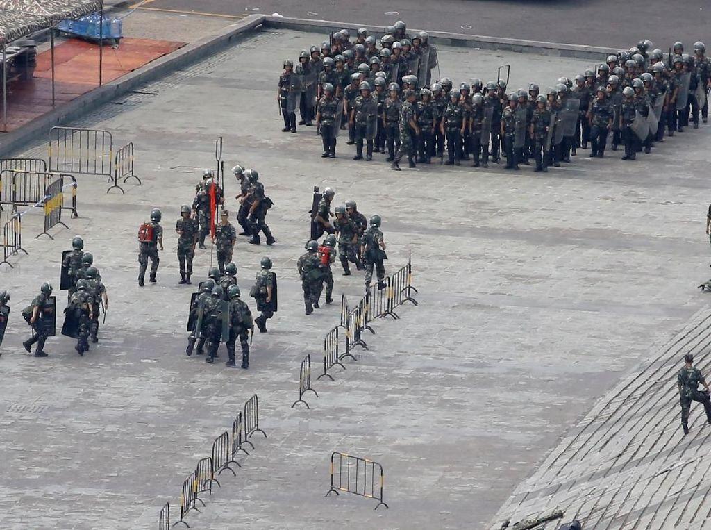Tentara China Latihan di Perbatasan Hong Kong, Ada Apa?