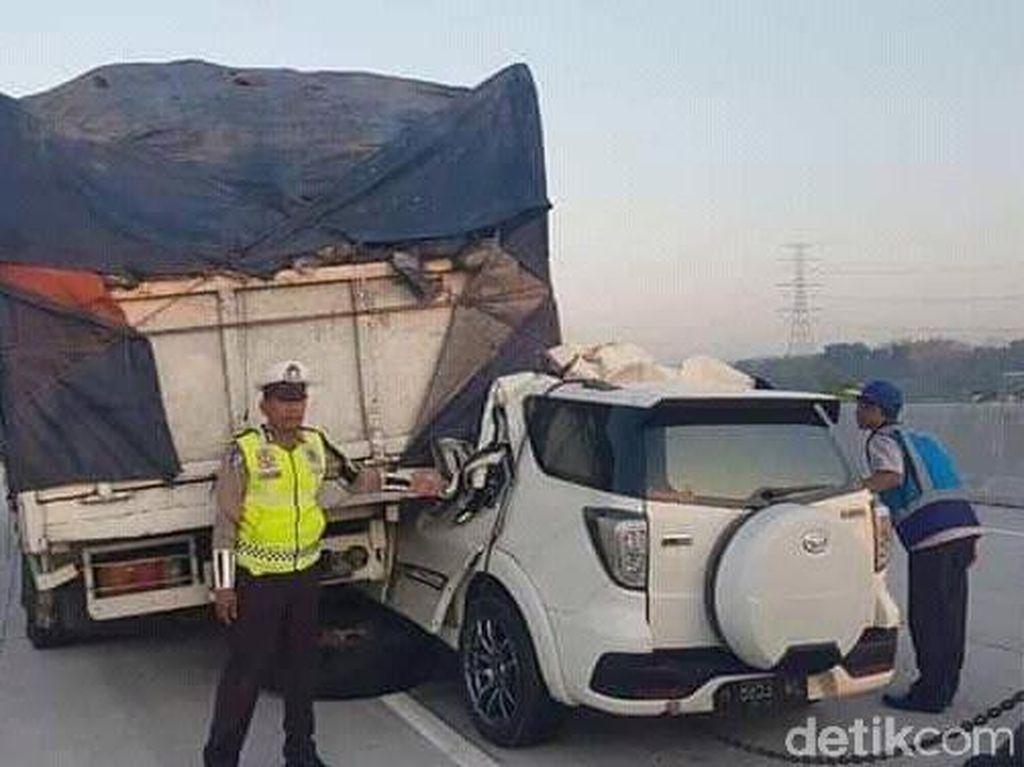 Mobil Gareng Tabrak Kolong Truk, Airbag Berpotensi Tidak Mengembang