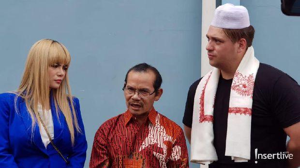 Dinar Candy bersama ayah dan pacarnya