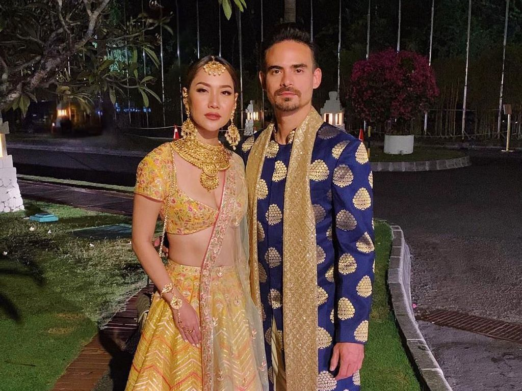 Adu Gaya Artis Bak Bintang Bollywood di Pernikahan Anak Raam Punjabi