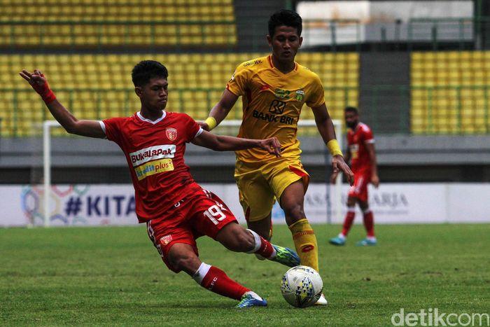 Dalam pertandingan yang digelar di Stadion Patriot Chandrabhaga, Bekasi, Jumat (16/8/2019), Bhayangkara vs Badak Lampung bertarung sengit.