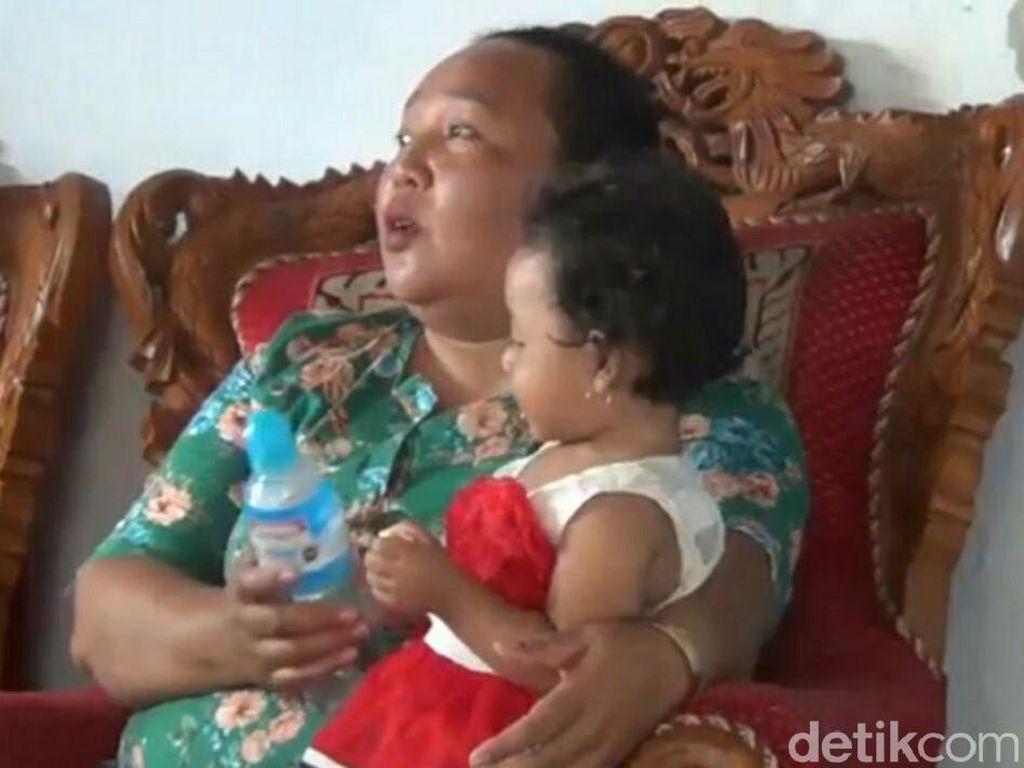 Balita Peluk Jenazah Ayah Tiga Hari Dirawat Kerabat di Banyuwangi