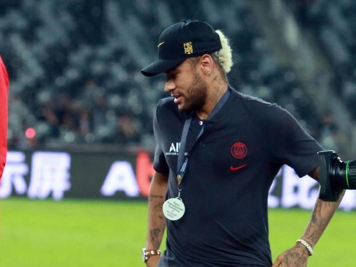 Neymar rela potong gaji untuk bisa kembai bermain dengan Barcelona (China Photo via AP)