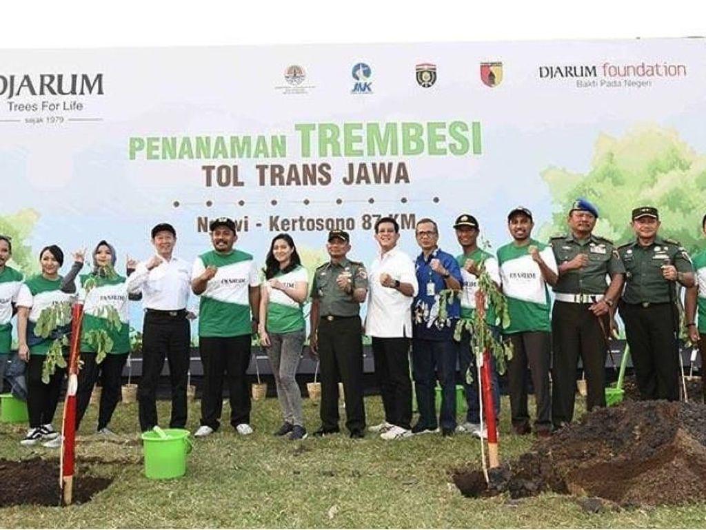 Djarum Foundation Hijaukan87 KM Ruas Tol Ngawi-Kertosono