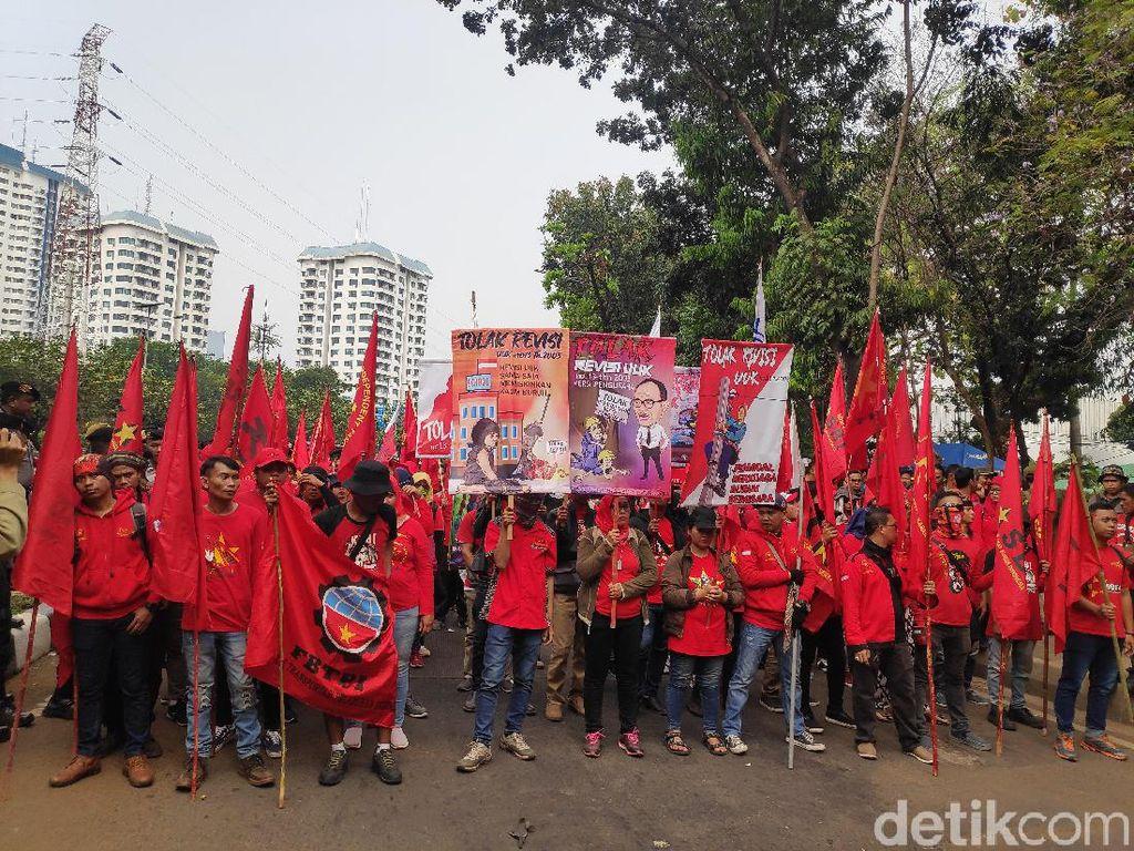 Aliansi Buruh Gebrak Minta Polisi Segera Bebaskan Massa yang Ditangkap
