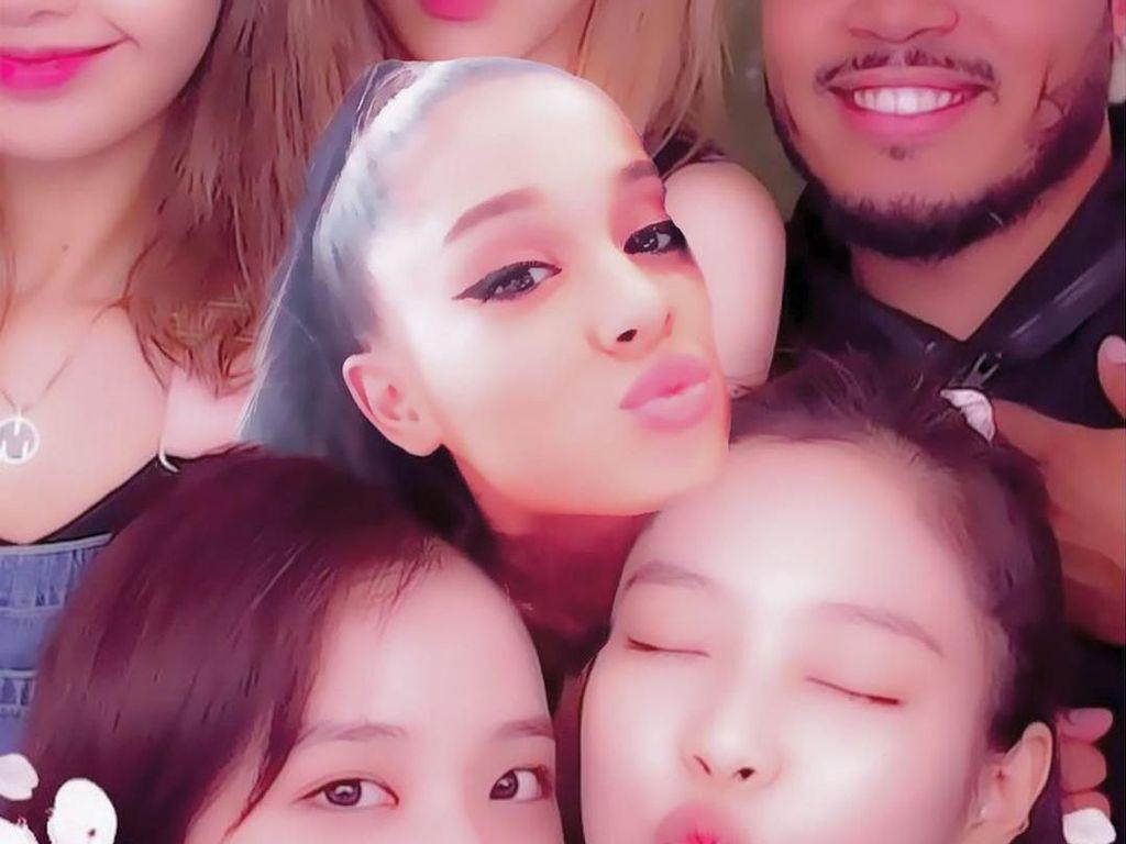 Lucunya Ariana Grande Minta Wajahnya Diedit Bareng BLACKPINK