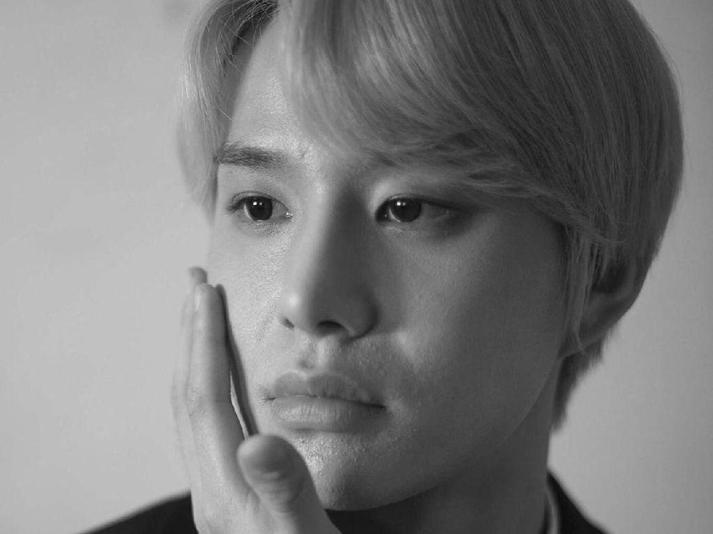Tampilkan Kulit Asli Boyband Korea, Foto Tak Diedit Ini Jadi Kontroversi