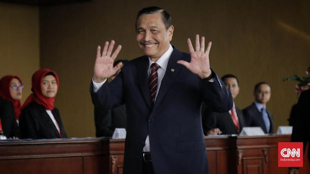 Menteri Koordinator Bidang Kemaritiman Luhut Binsar Panjaitan bersama saat menghadiri Sidang Tahunan MPR, di Kompleks Parlemen, Senayan, Jakarta, Jumat, 16 Agustus 2019