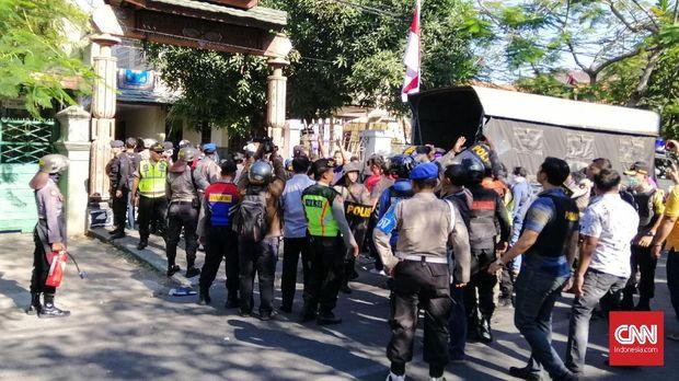 Suasana di depan asrama mahasiswa Papua.