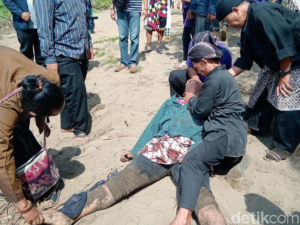 Peserta Upacara HUT RI di Purworejo Kesurupan