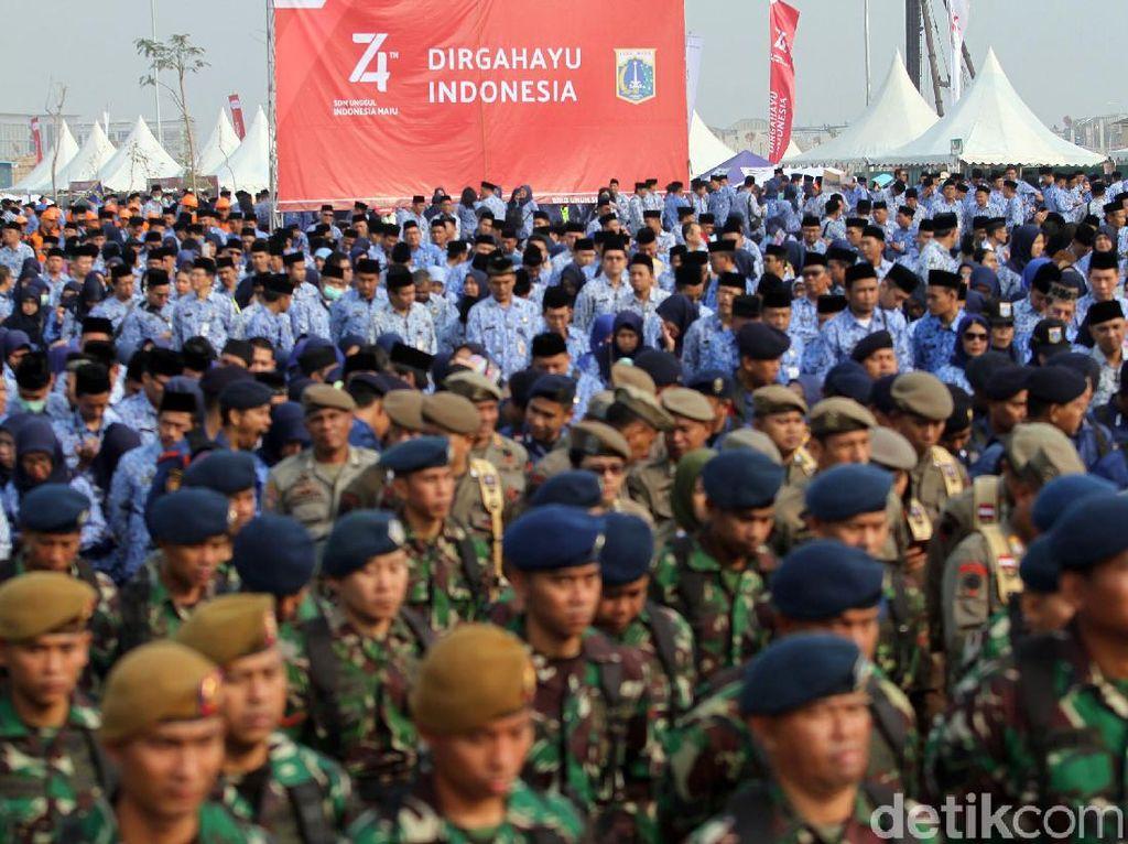 Ribuan PNS DKI Jakarta Ikuti Upacara HUT RI