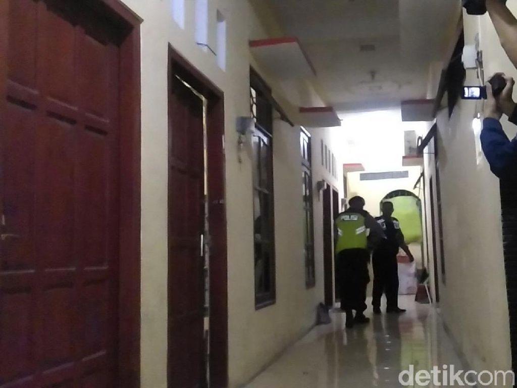 Polisi Datangi dan Geledah Kos Pria Penyerang Polsek Wonokromo