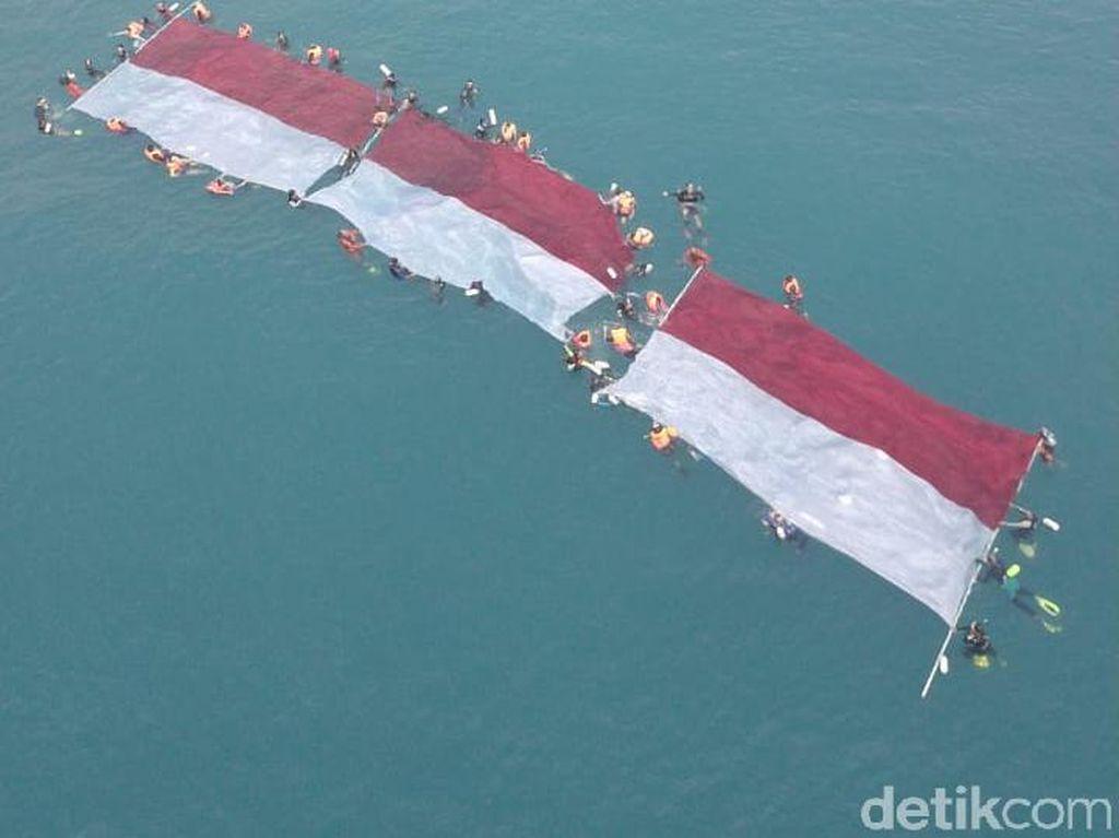 Upacara HUT ke-74 RI Digelar di Bawah Laut Pulau Sangiang, Banten