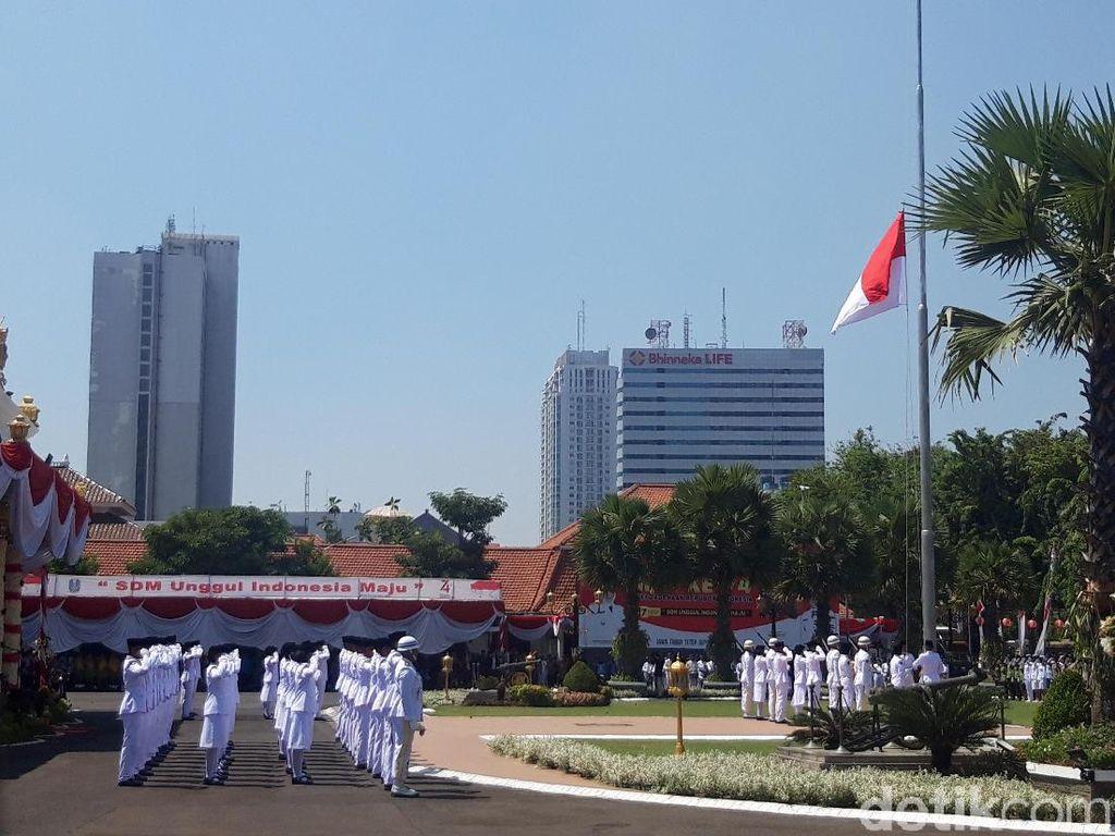 Upacara Detik-detik Proklamasi di Gedung Grahadi Surabaya Berlangsung Khidmat