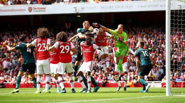 Arsenal seimbang 1-1 dengan Burnley di babak I. (Foto: Julian Finney / Getty Images)