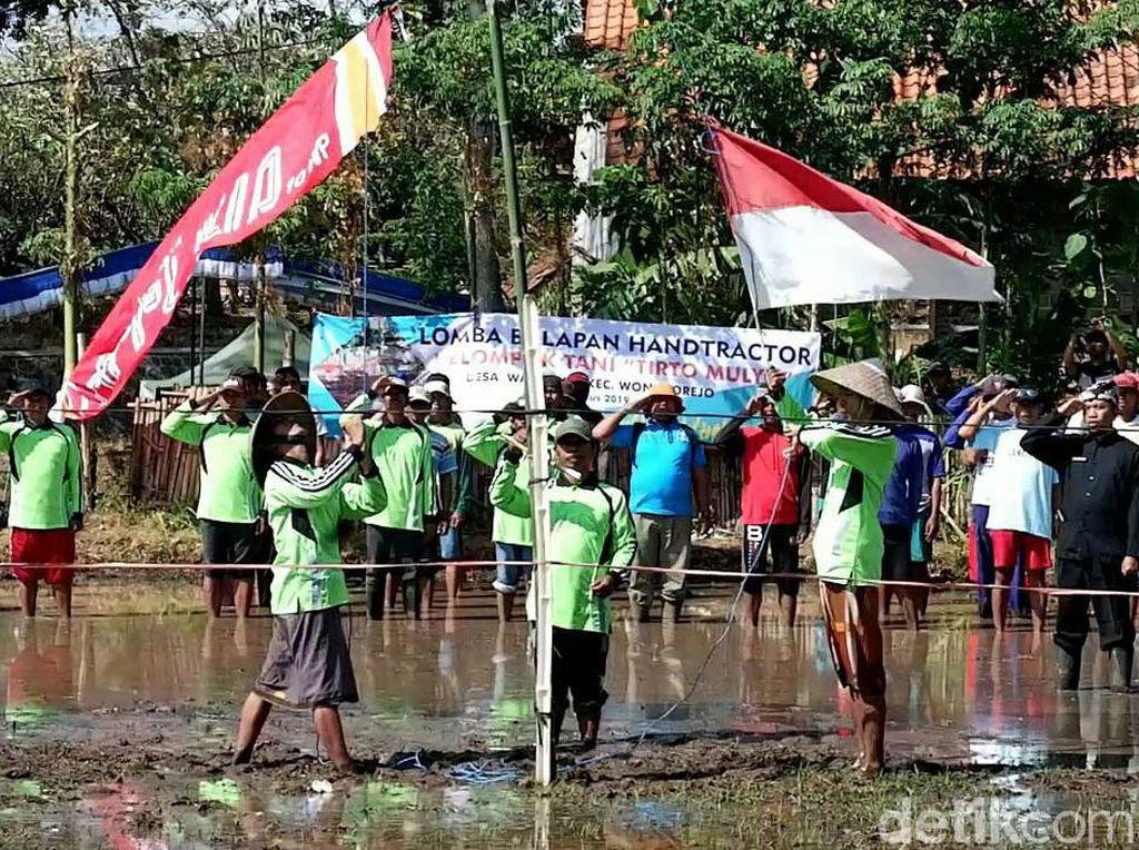 Para Petani di Banyuwangi Gelar Upacara HUT ke-74 RI