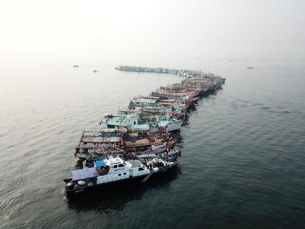 74 Kapal Ikan Jadi Peserta Upacara HUT RI di Perairan Muara Baru Jakut