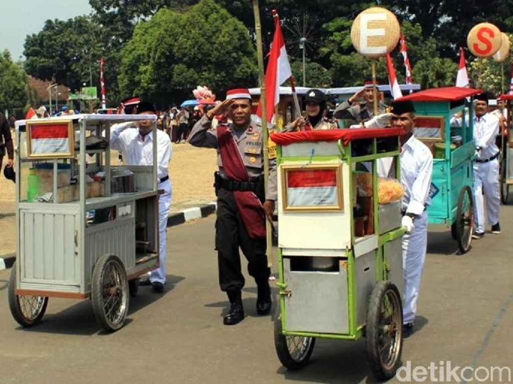 HUT RI di Sukabumi, 5.000 Mangkuk Bubur Ludes Diserbu Warga