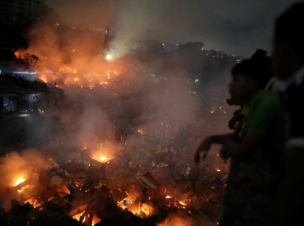 Kebakaran Besar di Daerah Kumuh Bangladesh, 15.000 Rumah Hancur