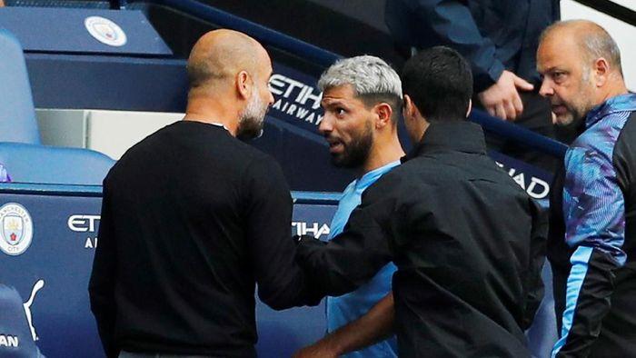 Sergio Aguero kesal diganti Pep Guardiola. (Foto: Phil Noble/Reuters)